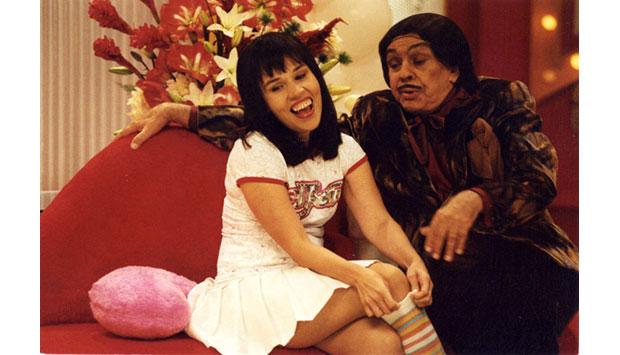 Chico sempre atuou ao lado de talentos consagrados, como na Escolinha do Professor Raimundo, e humoristas principiantes. Na imagem, ao lado de Cláudia Rodrigues em 2003, no programa Zorra Total<br>